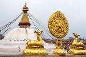 Golden statues in front of Bodhnath stupa in Kathmandu — Stock Photo