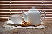 Tea cup with teapot — Stock Photo