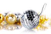 Mirror spheres and New Year's tinsel. — Foto de Stock