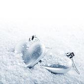 Two hearts on snow — Stockfoto