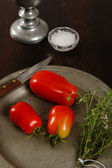 Plum Tomatoes On A Pewter Plate — Stock Photo