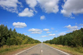 Asphalt road under blue sky — Foto de Stock