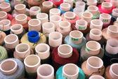 異なる色の糸でコイル — ストック写真