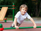 Boy playing sports outdoors — Stock Photo