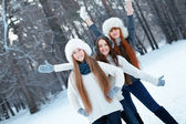 Portrait of three beautiful girls in winter park — Stock fotografie