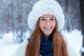 Portrait of beautiful girl in park — Стоковое фото