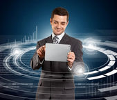 Affärsman med pekplatta — Stockfoto