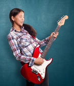 Asian Girl With Guitar — 图库照片