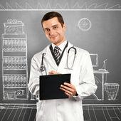 Doctor hombre con portapapeles — Foto de Stock