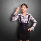 Asiatisk tjej skriver — Stockfoto