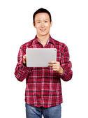 Uomo asiatico con touch pad — Foto Stock