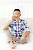 Uomo con cellulare — Foto Stock
