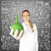 Doktor kvinna med lavemang — Stockfoto
