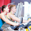In the gym doing cardio cycling training - Foto Stock