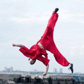 红色练习武术的 wushoo 人 — 图库照片