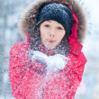 Happy young woman plays with a snow — 图库照片