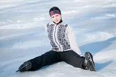 Ice skating woman sitting on ice — Stockfoto