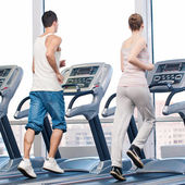 Woman and man at the gym exercising. — Stock Photo