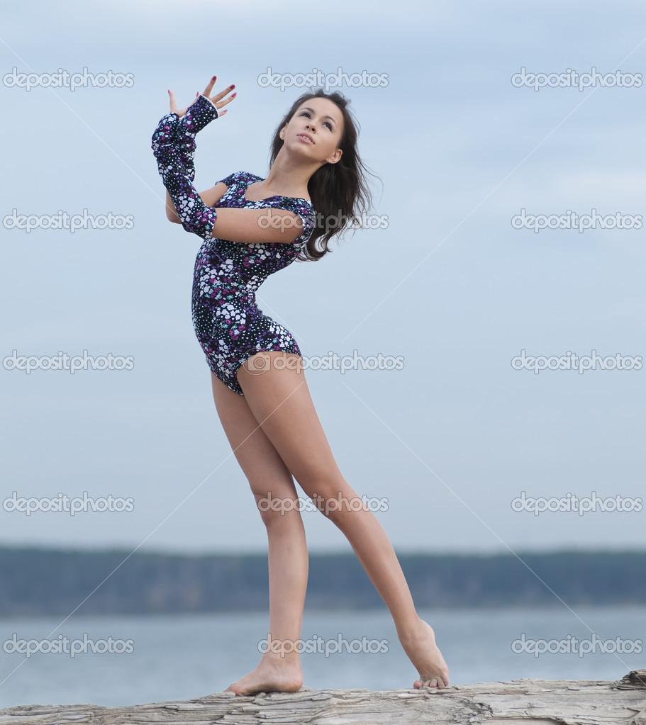 Фото девушки фитнес на пляже 17 фотография
