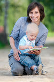 Mother with son reading a book — Stock Photo