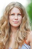 Portrét krásné usmívající se žena — Stock fotografie