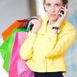 Shopping woman with phone and color bags — Stockfoto