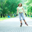 Roller skating sporty girl in park rollerblading on inline skate — Stock Photo