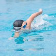 Woman in goggles swimming front crawl style — Stock Photo #32886171
