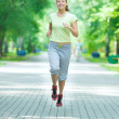 Woman jogging in city street park. — Stock fotografie