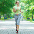 Woman jogging in city street park. — Stockfoto
