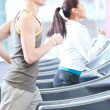 Woman and man at the gym exercising — 图库照片
