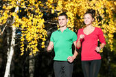 Young man and woman running — Foto Stock