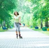 Roller skating sporty girl in park — Foto de Stock
