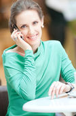 Business woman talking on cell phone — Stock Photo