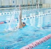 Girl swimming front crawl stroke style — Stock Photo