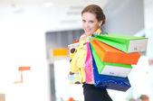 Renk çanta alışveriş kadın — Stok fotoğraf