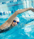Girl swimming butterfly stroke style — Stock Photo