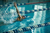 Girl swimming front crawl stroke style — Stock Photo