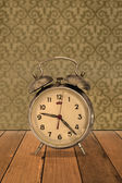 Retro clock on vintage wallpaper — Zdjęcie stockowe