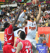 """BANGKOK - MAY 28:Christien Charles (21) rebound ball compete with Justin Williams (27) in an ASEAN Basketball League """"ABL"""" playoffs game3 at Nimibut Stadium on May 28, 2013 in Bangkok,Thailand. — Stock Photo"""