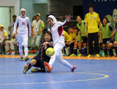 NAKAJIMA Shiori of Japan (L) and ETEDADI Fatemeh of Iran fight for the ball — ストック写真