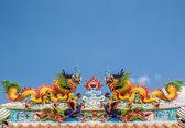 Doble dragón en el techo del templo chino, pak chong, tailandia — Foto de Stock