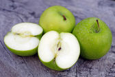 Green apple and half with seeds Green apple — Stock Photo