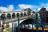 Rialto bridge with blue sky in Venice, Italy — Stock Photo