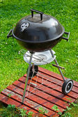Barbecue grill on green grass — Stock Photo