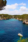 Beautiful turquoise bays with yachts in Mallorca — Stock Photo