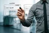 Ontwerper tekening website ontwikkeling draadframe — Stockfoto