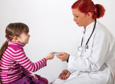 The pediatrician get a health insurance card — Stock Photo