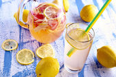 Fresh and cold ginger lemonade with strawberry — Stockfoto