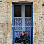 Beautifully framed ancient window — Stock Photo #13347993